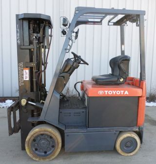 Toyota Model 7fbcu25 (2005) 5000lbs Capacity Great 4 Wheel Electric Forklift photo