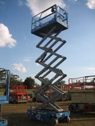 Genie Gs3246 Scissorlift 32 ' Deck Hgt,  38 ' Work Hgt,  Fully Operational Hd photo