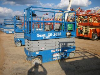 2005 Genie Gs2632 Scissorlift 26 ' Deck Hgt,  32 ' Work Hgt,  Fully Operational Hd photo