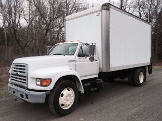 1999 Ford F800 photo