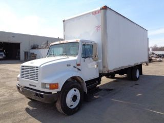 1999 International 4700 24 ' Box Truck With Lift Gate photo