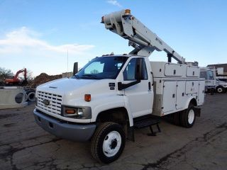 2007 Chevrolet C4500 4x4 4wd Bucket Boom Truck photo