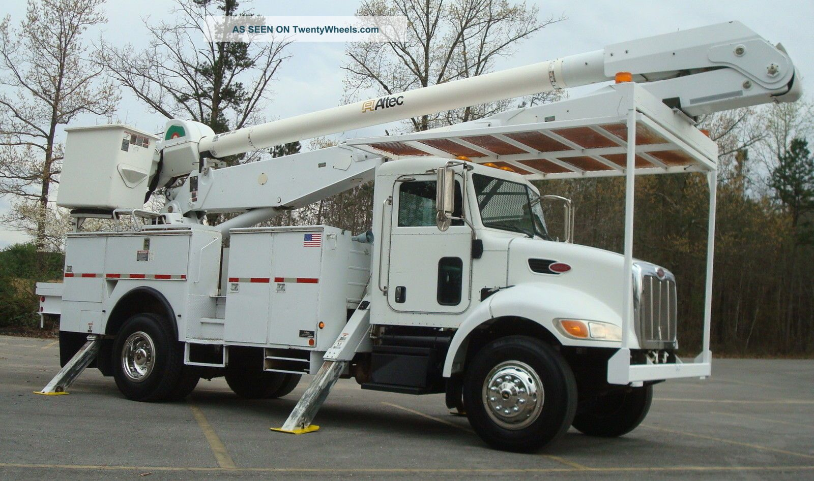 2007 Peterbilt 335 Bucket Truck Bucket / Boom Trucks photo