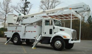 2007 Peterbilt 335 Bucket Truck photo