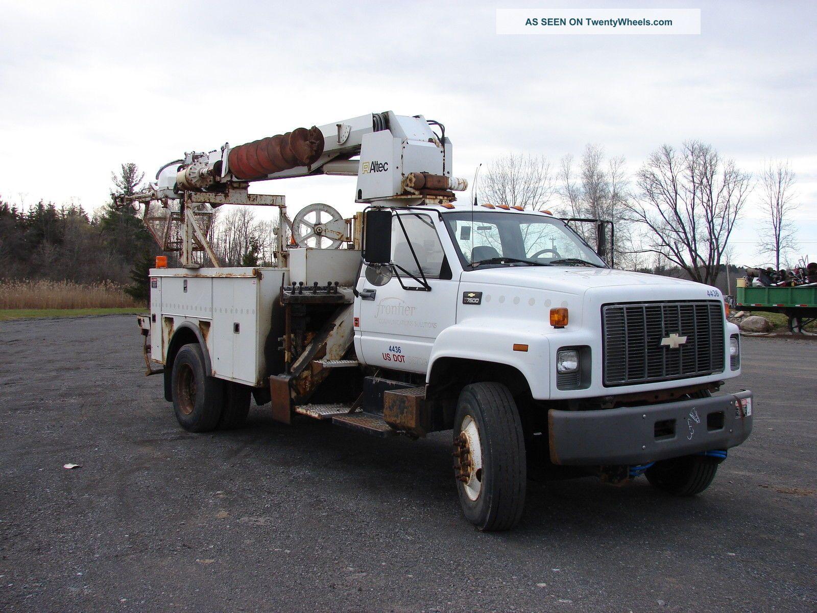 2002 Chevrolet C - 7500 Bucket / Boom Trucks photo