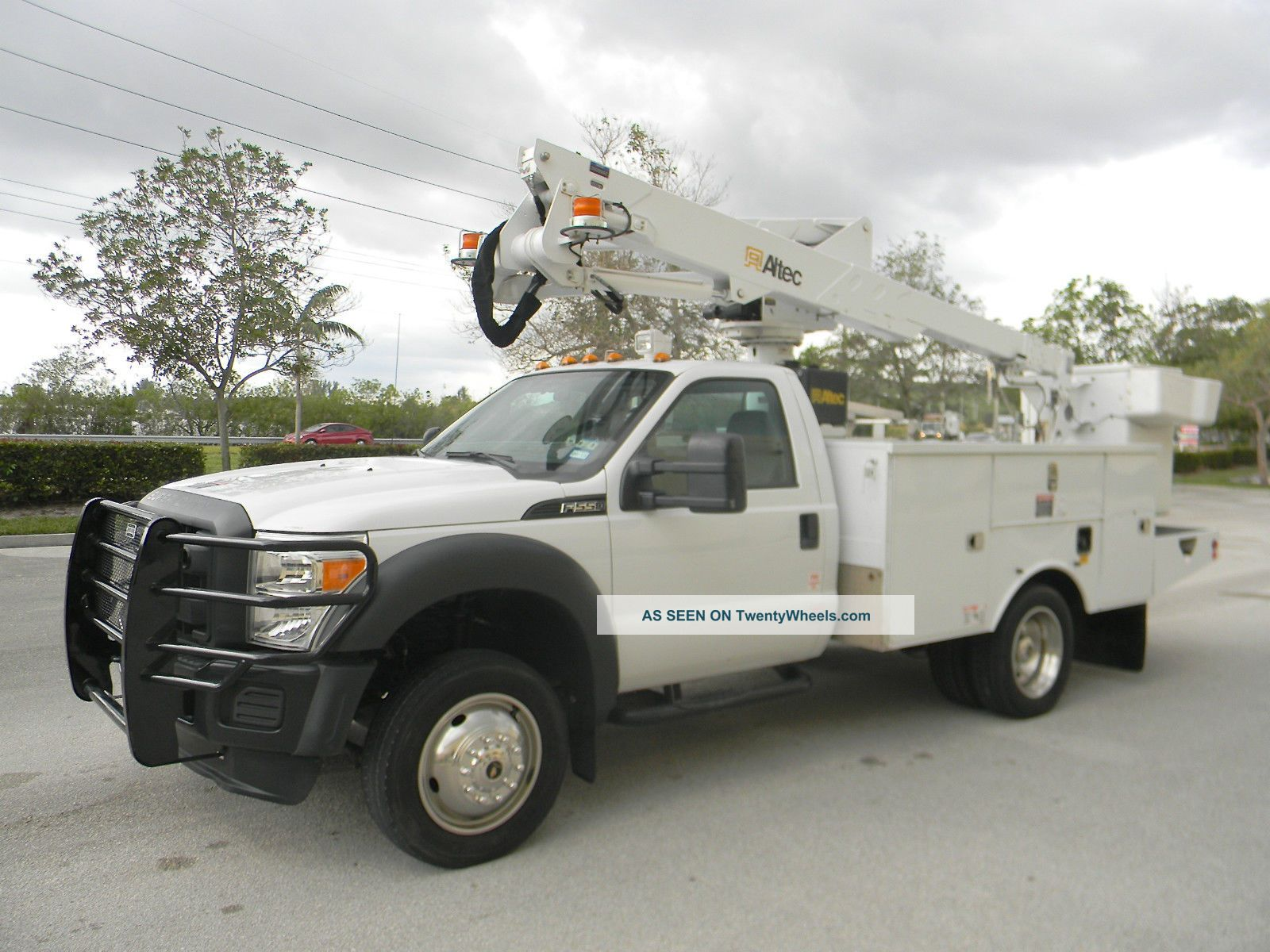 2013 Ford F550 Duty Bucket / Boom Trucks photo