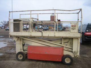 Simon Scissor Lift 25 ' Deck Hgt,  31 ' Work Hgt Fully Operational photo