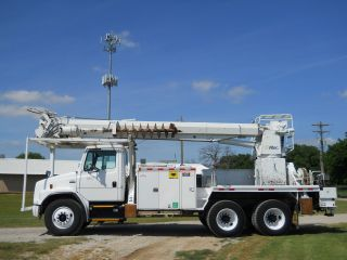 1999 Freightliner Fl 80 - 55 ' Sheave Height photo