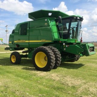 John Deere 9560 Walker Combine photo