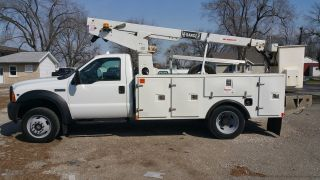 2006 Ford 4x4 F450 Boom Bucket Truck photo