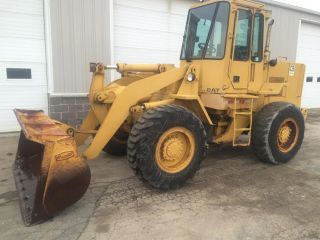 Cat Caterpillar 916 Articulating Rubber Diesel Tractor Tire Wheel Loader. . photo