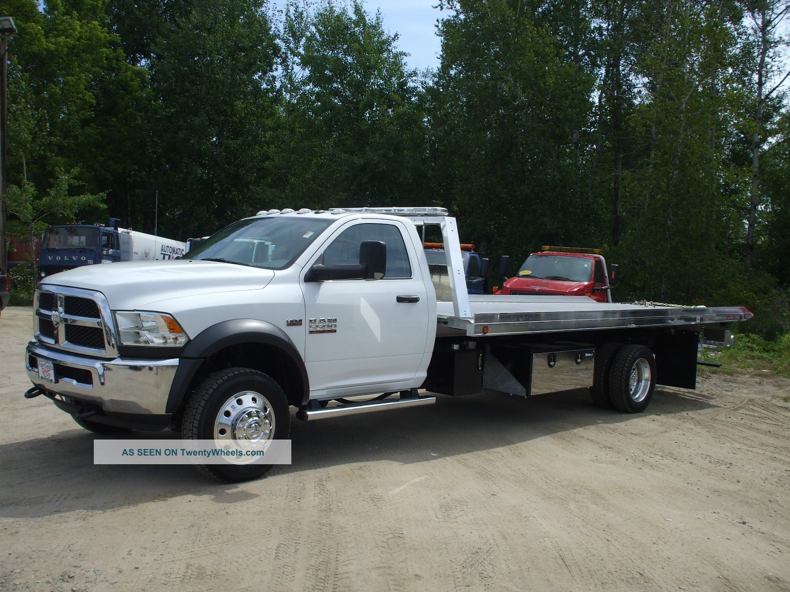 36046 2015 dodge ram 5500 4x4 with 6   4 hemi gas 21  bed on semi truck cranes