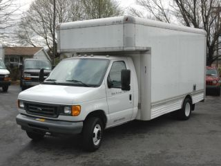 2006 Ford Cutaway Box Truck photo