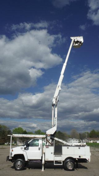 2006 Gmc C5500 4x4 Bucket Boom Truck Duramax Turbo Diesel photo