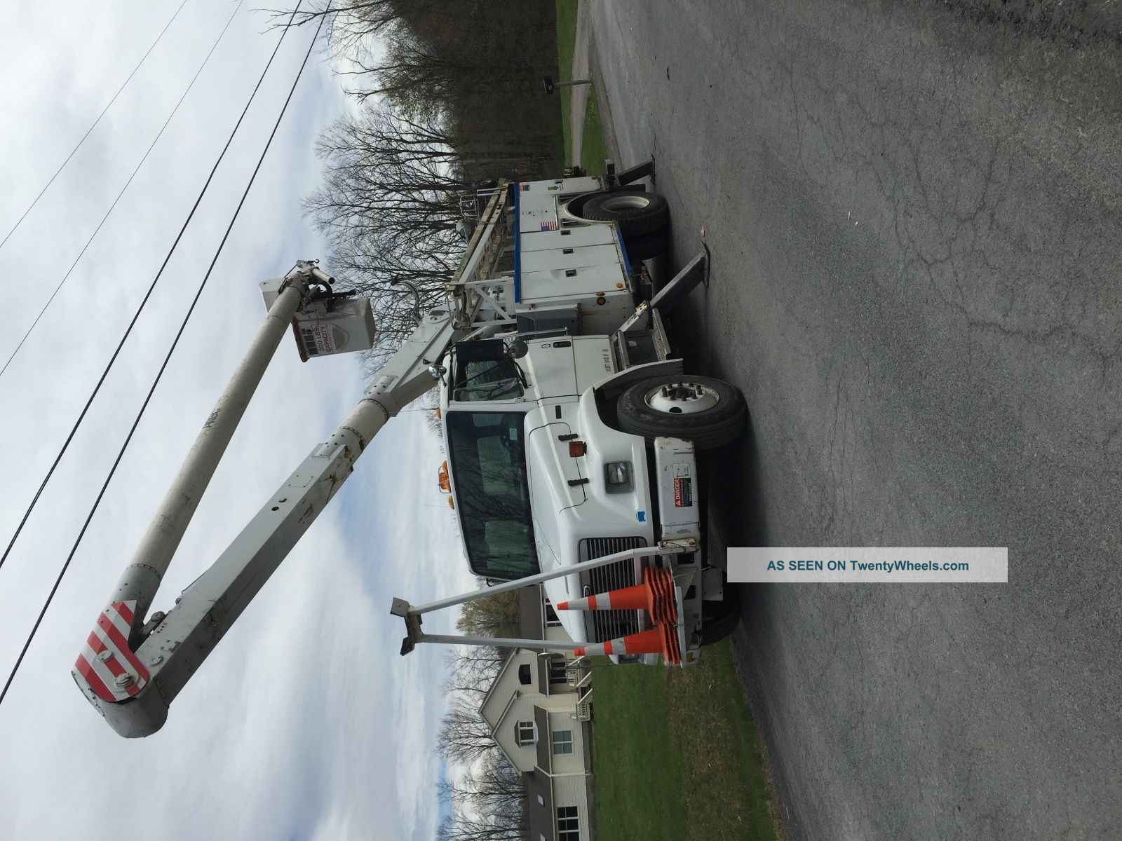 2002 Freightliner Bucket / Boom Trucks photo
