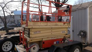Scissor Lift - 261 Jlg S26260 Works Good - Located In Jersey 2646 - E3 Yr 2000 photo