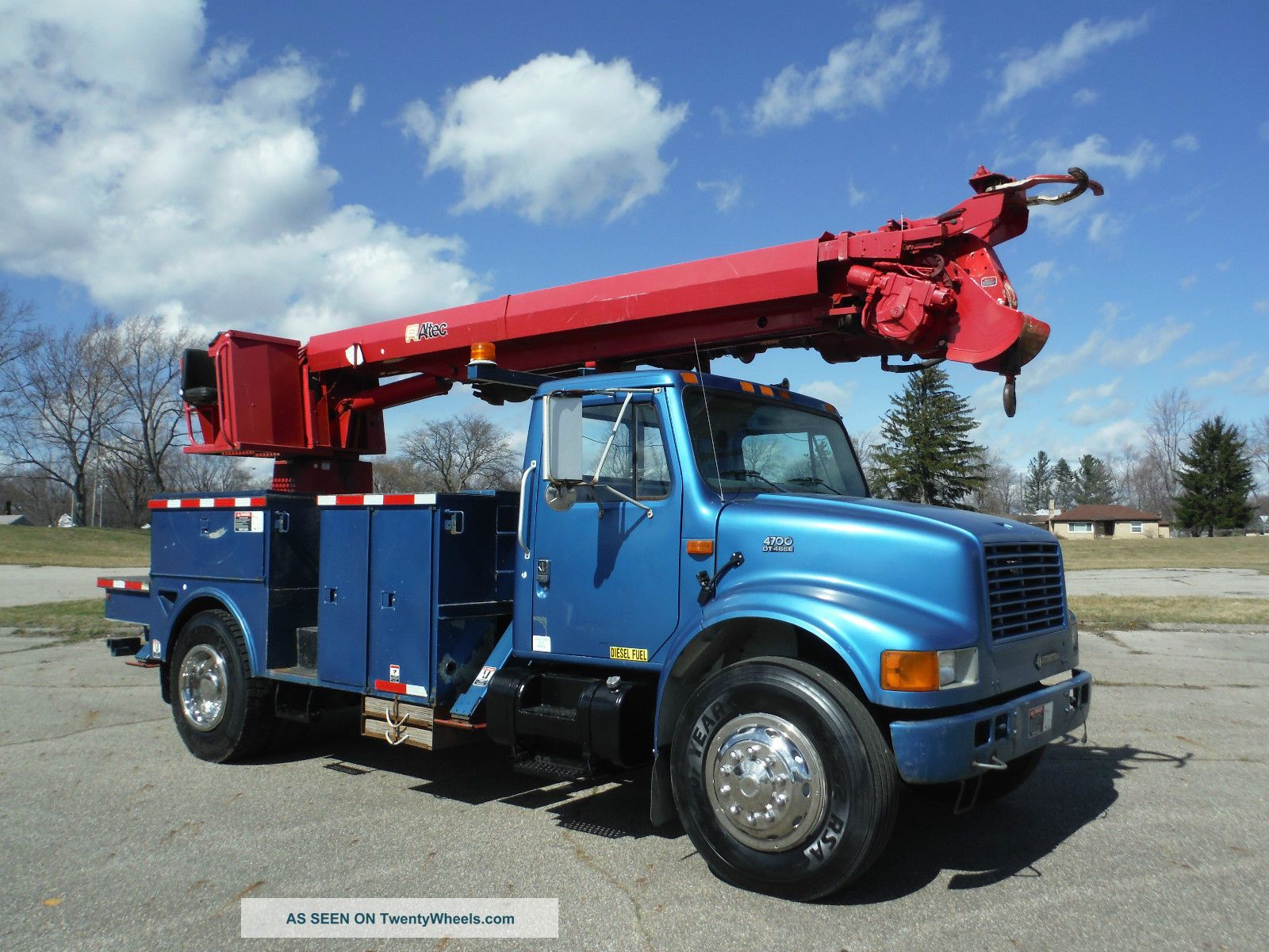 2001 International 4700 Bucket / Boom Trucks photo