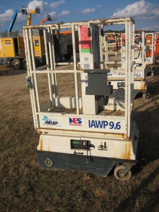 Aeup Man Lift 10 ' Deck Hgt,  15 ' Work Hgt,  Self Propelled,  Hd Model Aiwp9.  6 photo