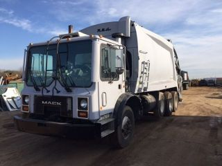 2002 Mack Mr688s photo