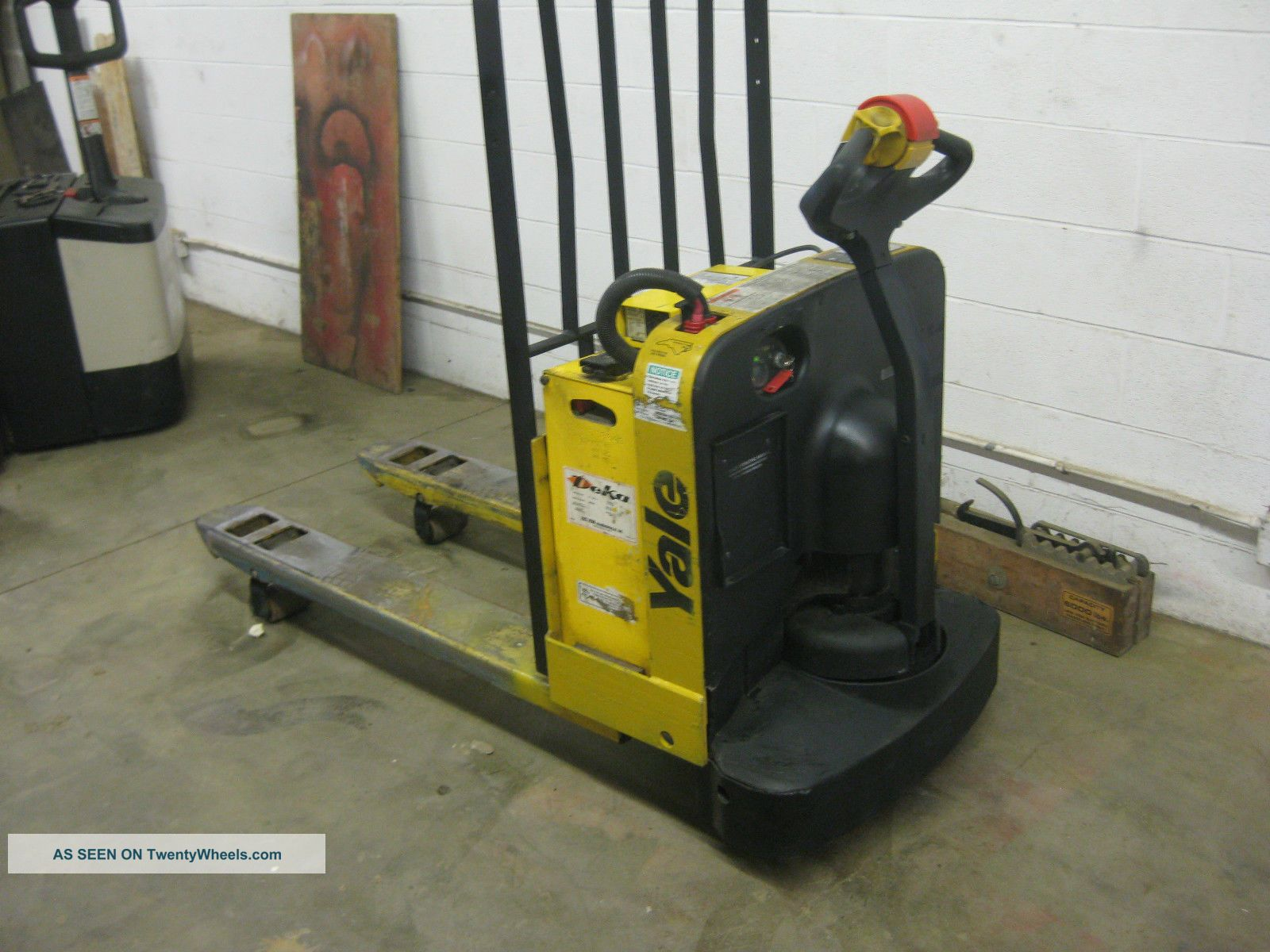 2009 Yale Electric Pallet Jack Mpw050 Very Good Working