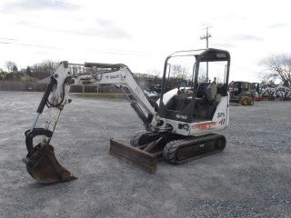 Bobcat 325 Mini Excavator photo