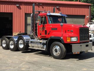 2002 Mack Cl733 photo