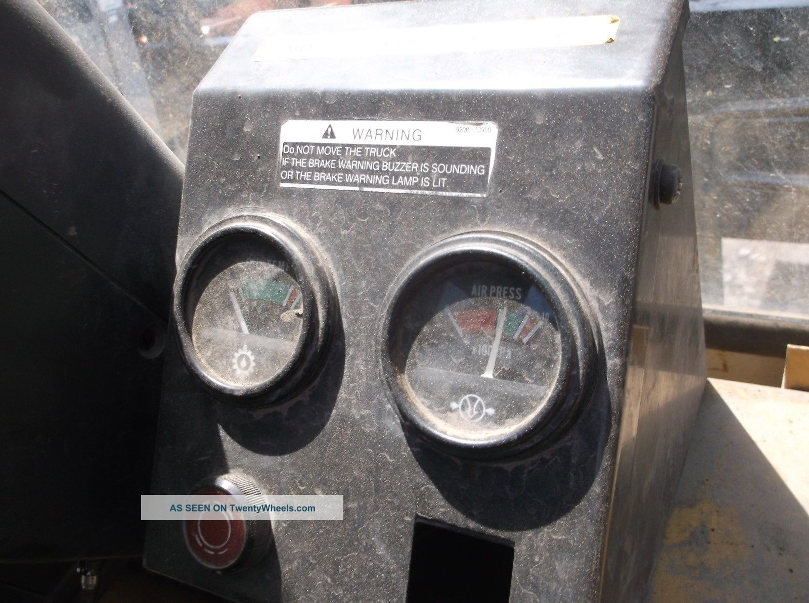 2002 Caterpillar Diesel Pnuematic 33000 Lb Forklift Cat