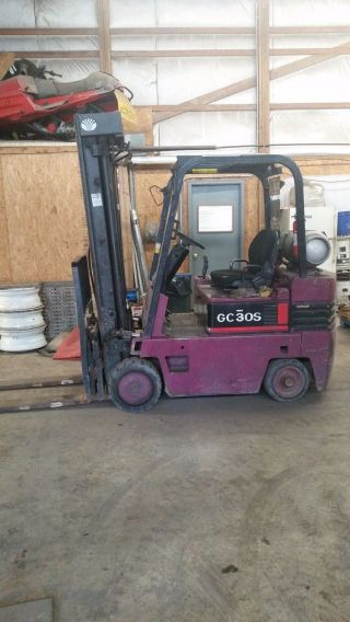 Daewoo Forklift Gc30s photo