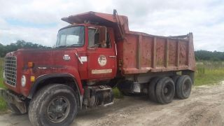 1989 Ford L8000 photo
