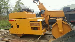 2002 Leeboy 300 Asphalt Roller photo