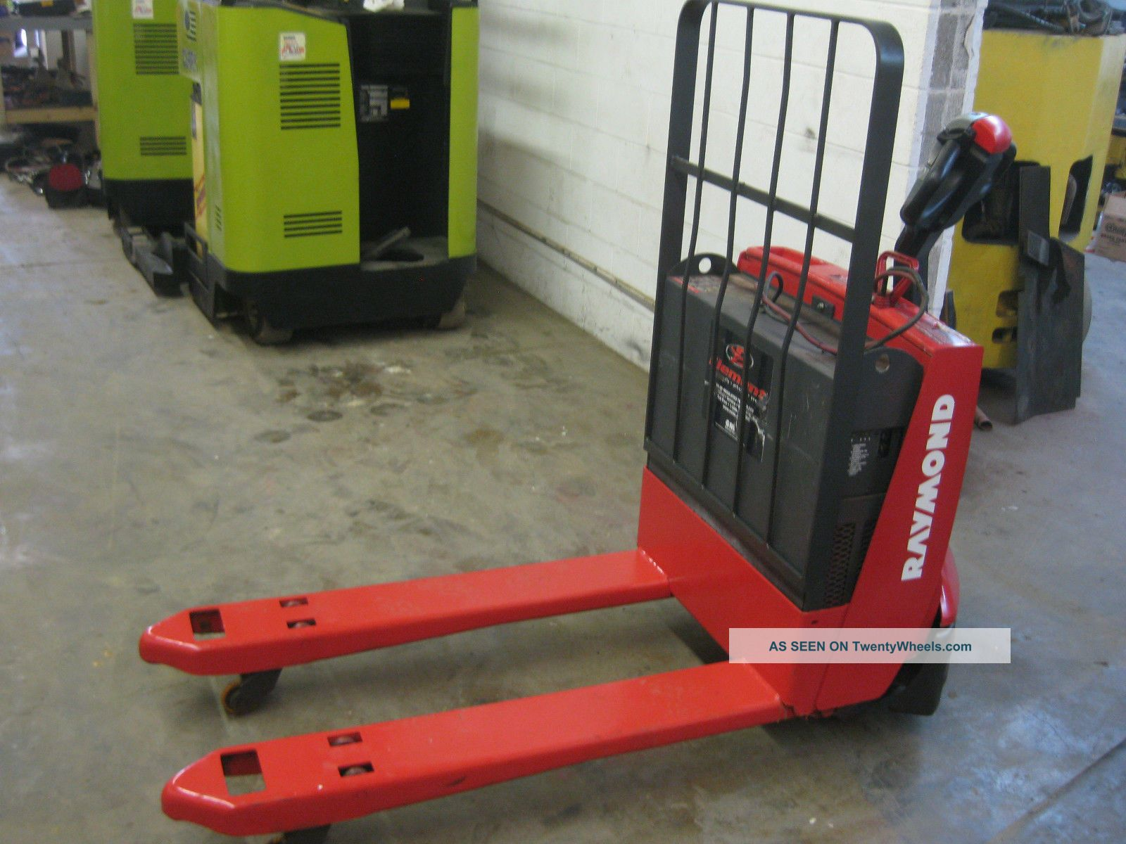 Raymond Electric Pallet Jack 102t Good Battery Onboard