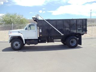 1993 Ford F7000 photo