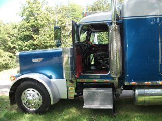 1997 Peterbilt 379 Ext Hood photo