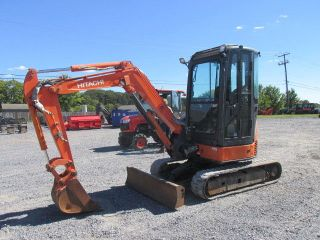 2007 Hitachi 30u Excavator With Cab photo