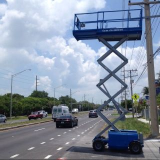 Genie Scissor Lift,  Gas/propane,  R/t photo