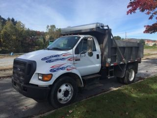 2004 Ford F650 photo