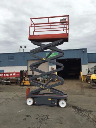 Skyjack 3226 Scissorlift 26 ' Deck Hgt,  32 ' Work Hgt,  Fresh Paint,  Hd photo