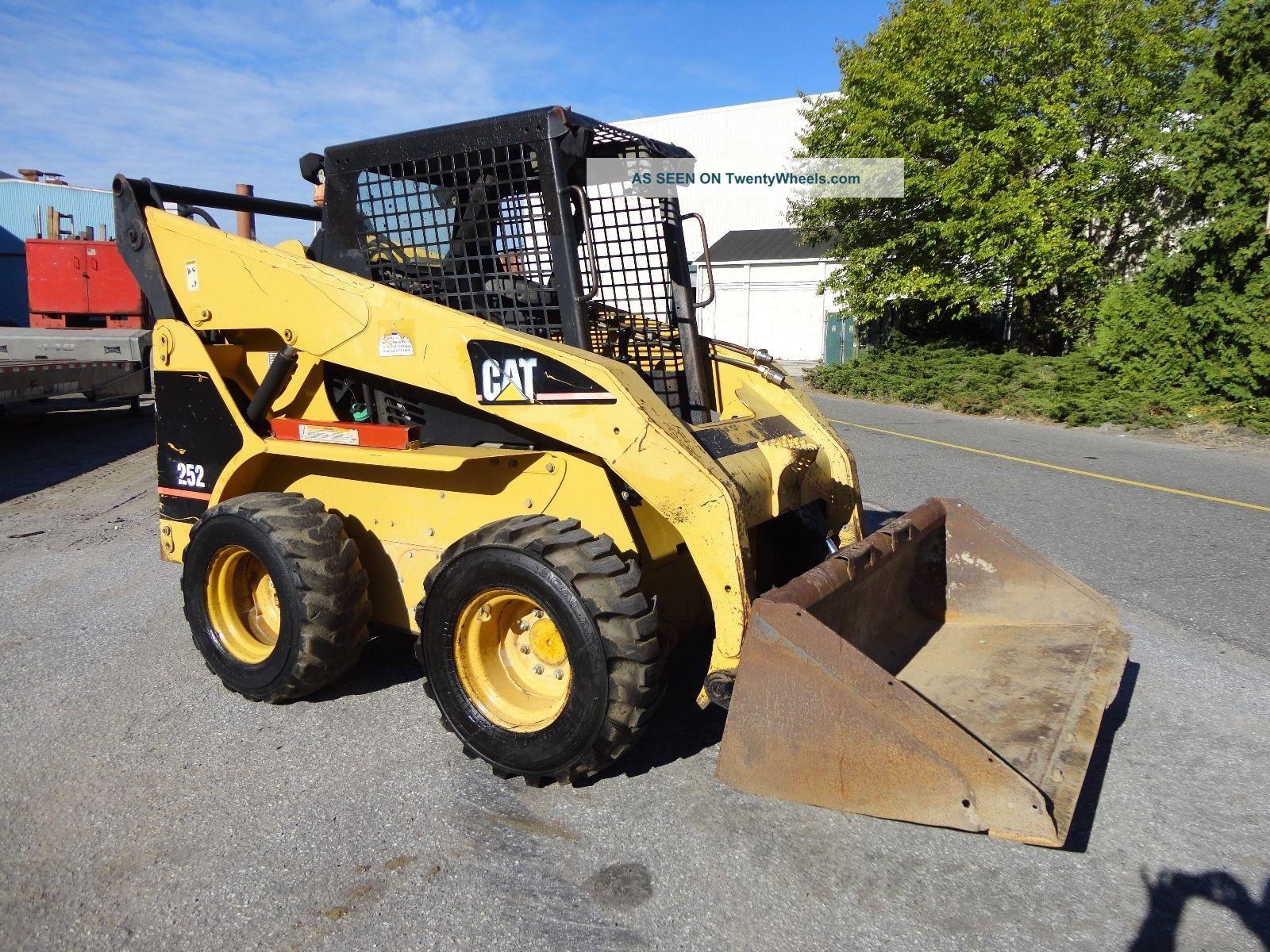 Skid Steer Controls : Cat wheel skid steer loader aux hydraulics