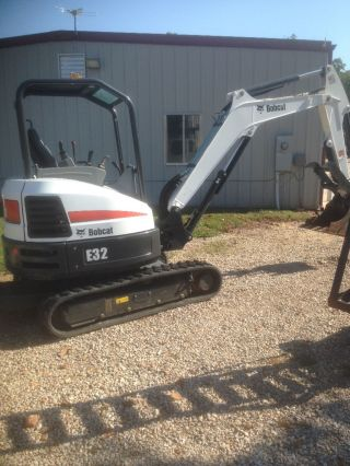 2015 E32 Bobcat Mini Excavator photo