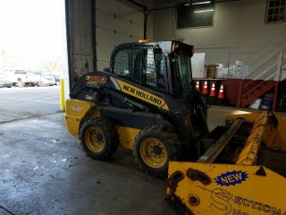Holland L220 Skid Steer photo