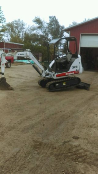 2011 Bobcat 325 Only 1800 Hours 2 Buckets photo