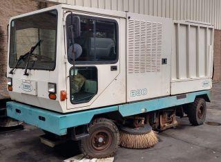 1997 Tennant 830 Sweeper photo