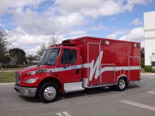 2004 Freightliner M2 Ambulance photo