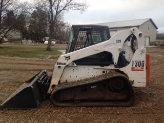 Bobcat T300 Skid Steer Loader - Factory Cab/heat/air photo