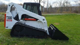 Bobcat T300 Skid Steer Loader photo