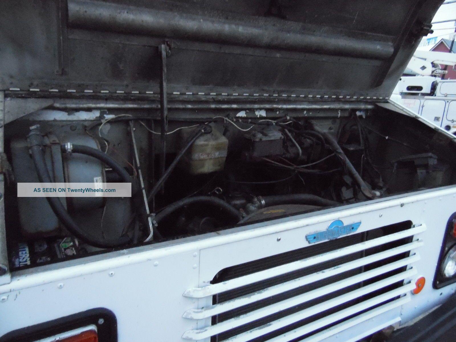 1986 Chevrolet P - 30 Step Panel Van Kurbmaster Deilvery Truck