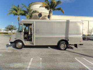 Other Vehicles & Trailers - Commercial Trucks - Van/Box
