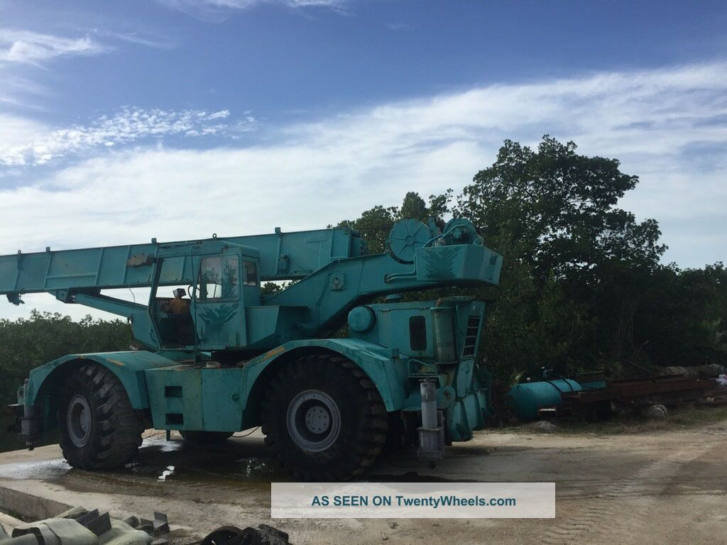 Grove Rt65s.  35 Ton Grove Rt65s.  Grove Rough Terrain Crane,  Grove Crane.  Grove Cranes photo