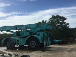 Grove Rt65s.  35 Ton Grove Rt65s.  Grove Rough Terrain Crane,  Grove Crane.  Grove photo