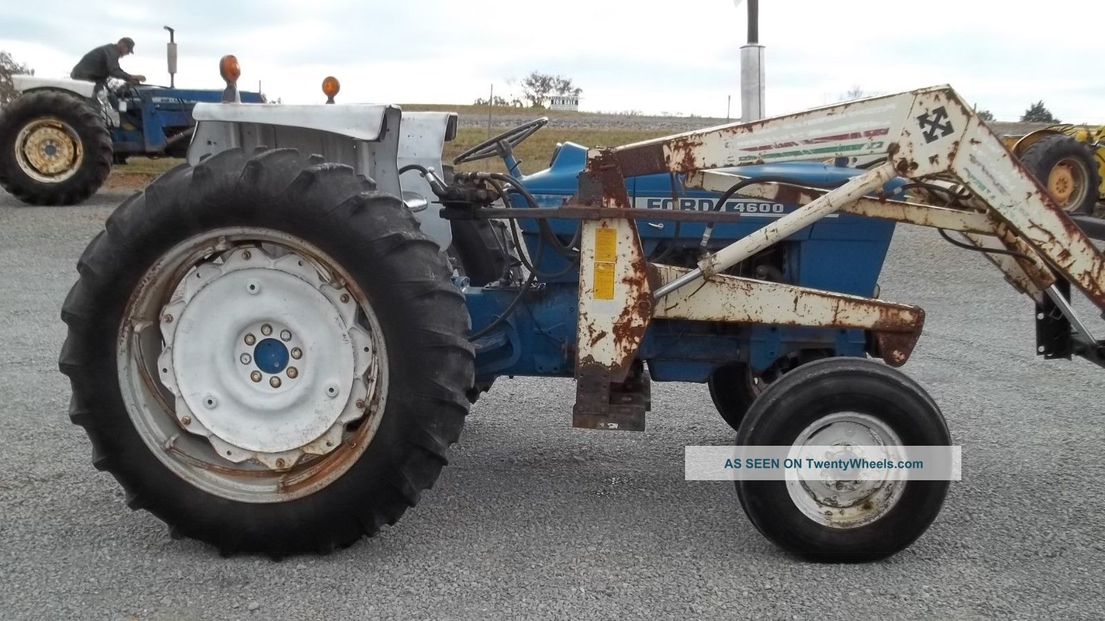 Ford 4600 Tractor Information : Ford tractor w loader